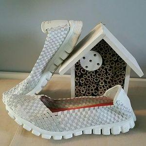 Skechers lightweight woven flexible sneaker 10